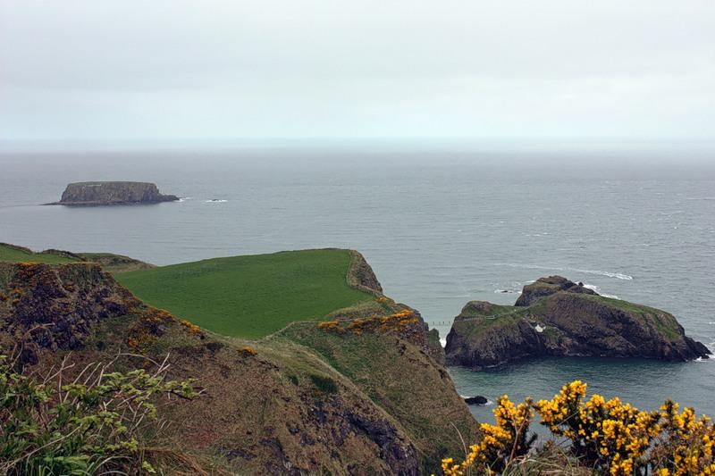 Побережье Северной Ирландии близ тропы гигантов.