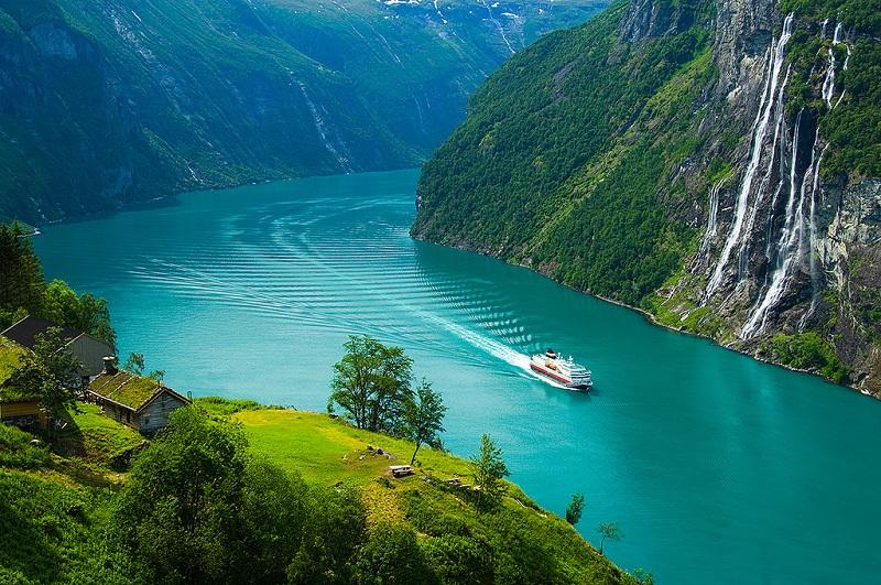 Гейрангер-фьорд и его окрестности. Норвегия. Фото Норвегии